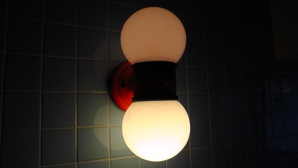 下側だけ明るい照明