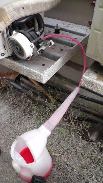 床暖房から壊れたポンプ経由で不凍液を抜く