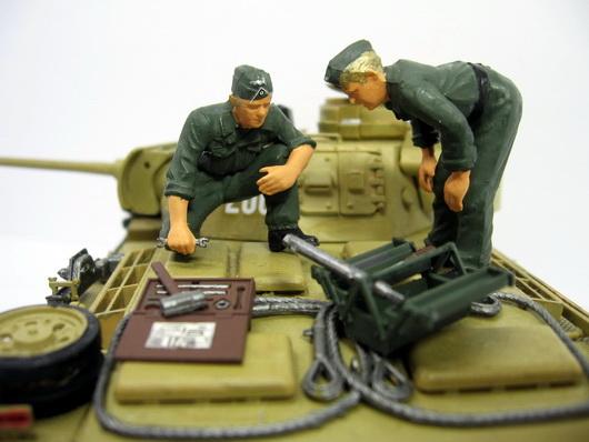 ドイツ戦車兵エンジン整備-23.jpg