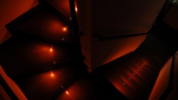階段ステップ灯