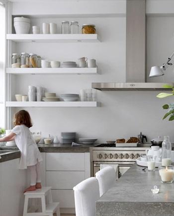 棚に飾るキッチン