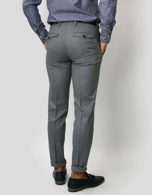 細すぎ注意!スラックスの間違ったサイズ選び。お尻と太ももを目安に、程々の細さにしよう。 – Suit Labo〜スーツラボ〜