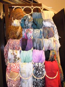 ぱっと見て選べるスカーフコレクションの出来上がり