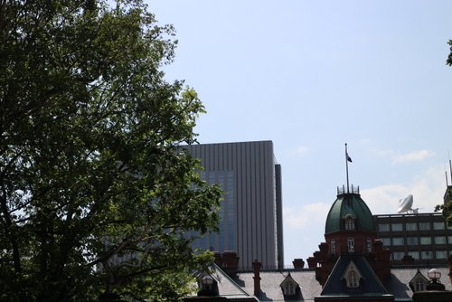 3丁目広場からの赤れんが庁舎
