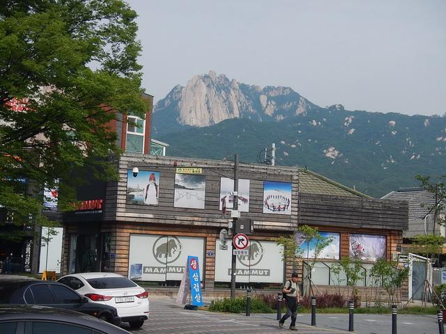 駅からの道峰山.jpg