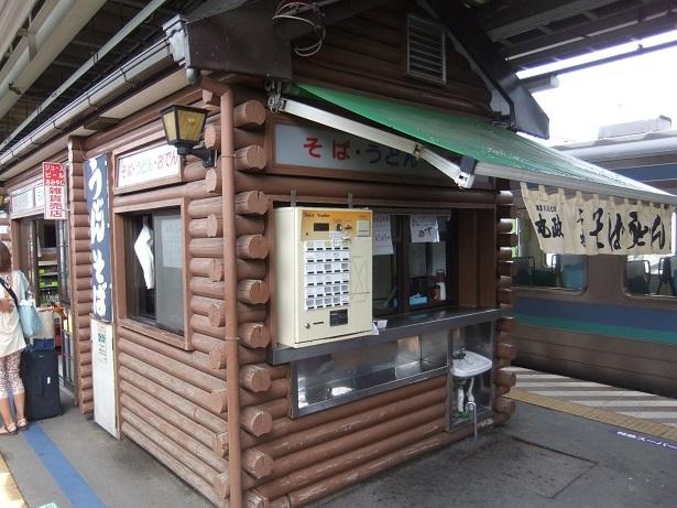 丸政・小淵沢駅駅ホームそば店