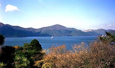 朝の芦ノ湖