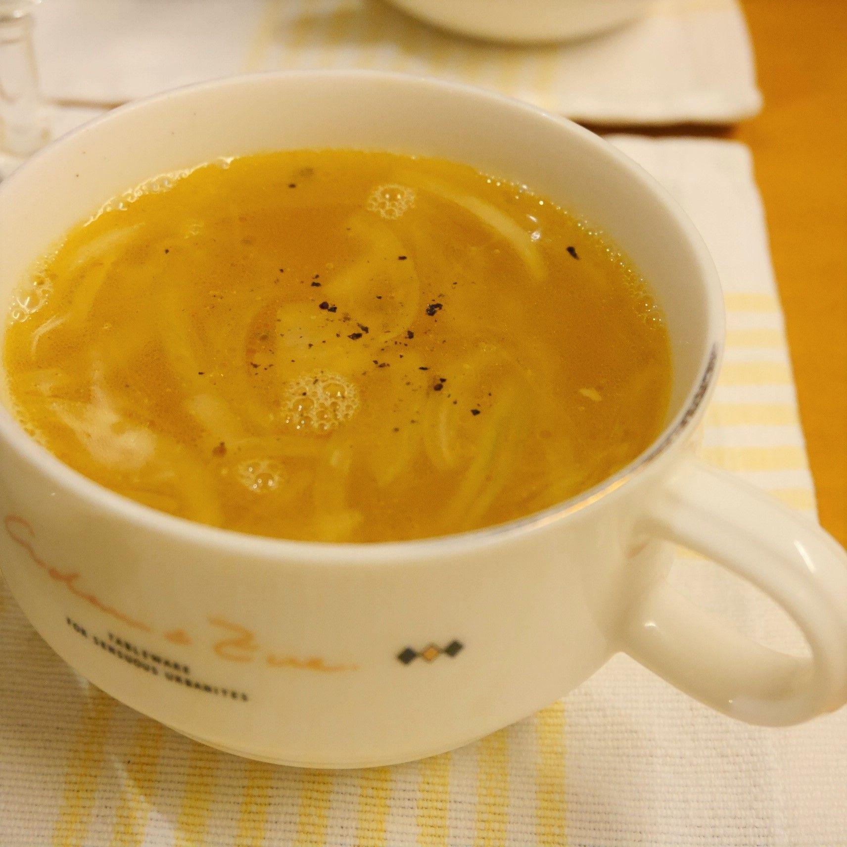 シャウエッセンのミートローフのハーブ焼き_残りのオイルでオニオンスープ