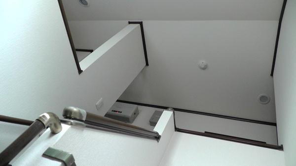 2階ホールの天井にある火災報知器