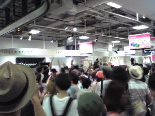 HMV渋谷・ライブ後1階