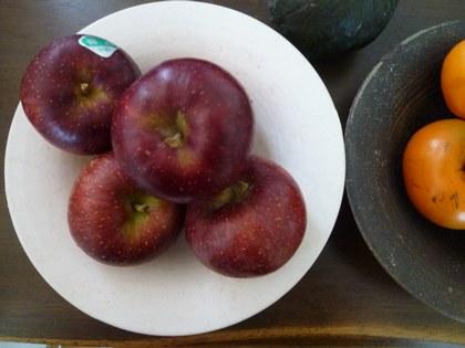 1果物 柿と林檎 白皿2450.jpg