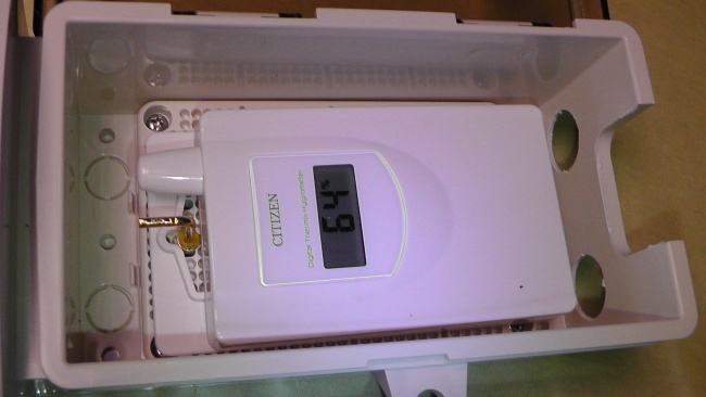 未来工業 ウォルボックス [CWB-DM]にCITIZENコードレス温湿度計[THD501]子機センサーを収納