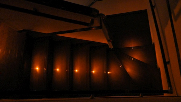 階段のステップ灯