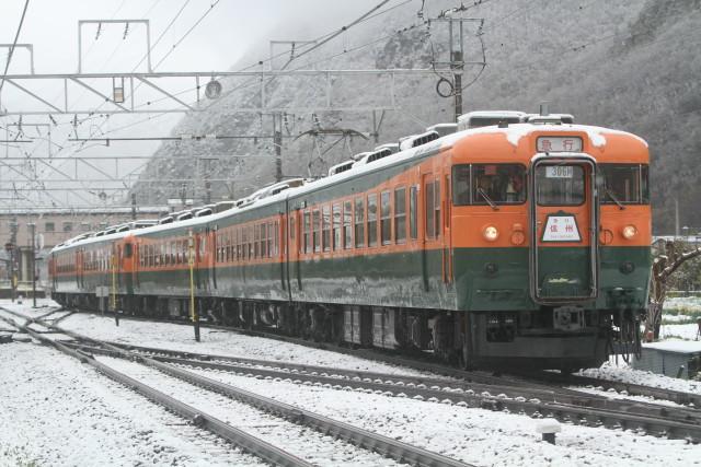 しなの鉄道 169系 国鉄湘南色 6連 最後の 雪の走行