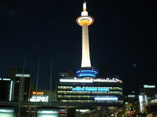 夜の京都タワー1.JPG