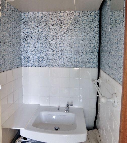 洗面所のDIY はがせる壁紙 IKEAのミラーキャビネット