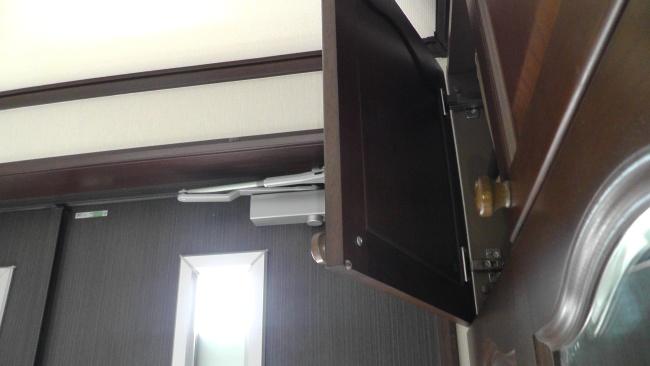 一条工務店シューズボックスの扉にあるクッション材が脱落
