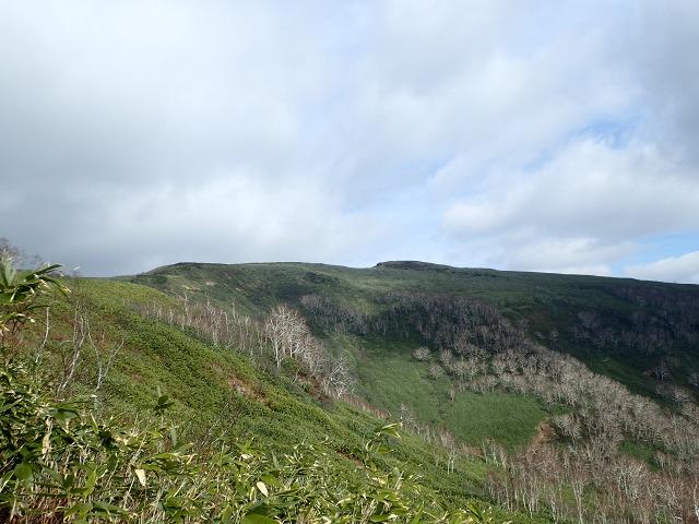 PB052688 12:07山頂を.jpg