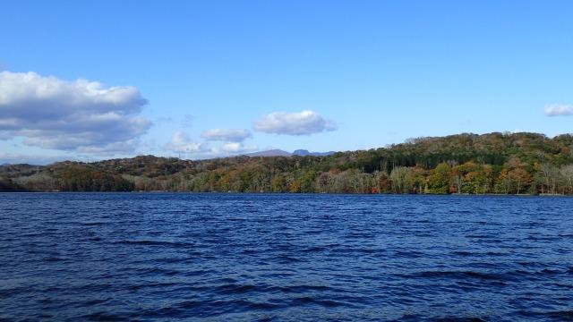 PA211444 13:55ポロト湖から樽前山.jpg