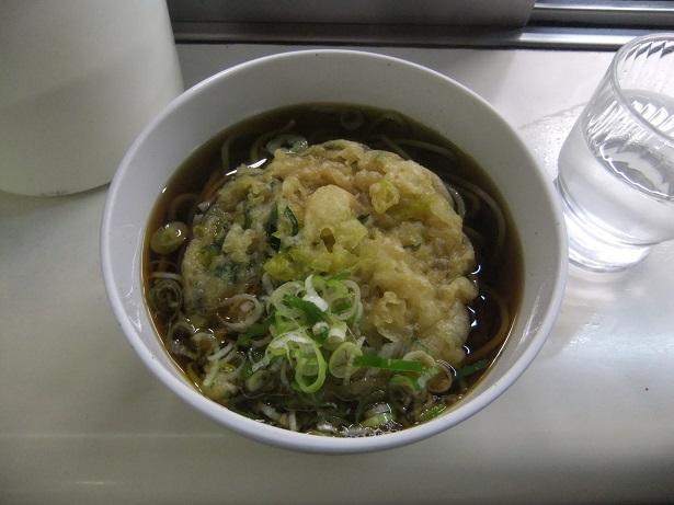 立喰いそば処 弁菜亭(5・6番線)@札幌駅の天ぷらそば1