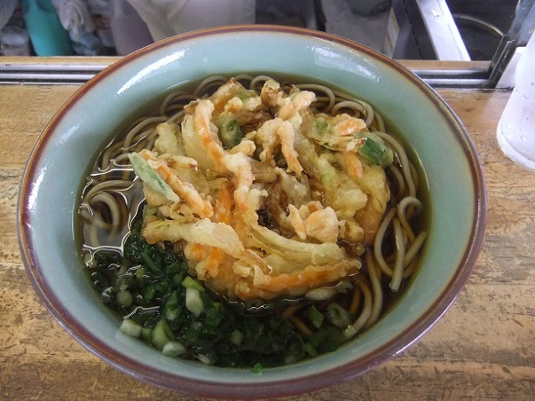 桃中軒@三島駅の海老と野菜のかきあげそば1