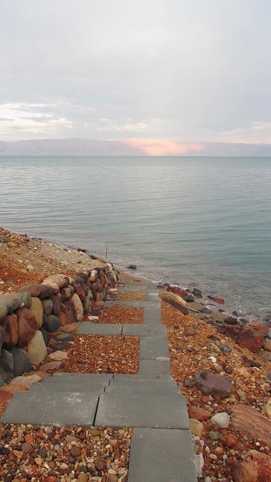 ムジブのビーチへ向かう道