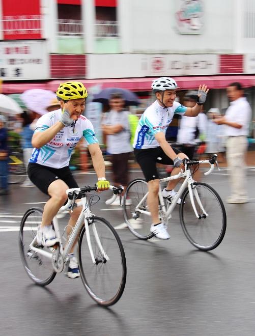 知事 市長 自転車.jpg