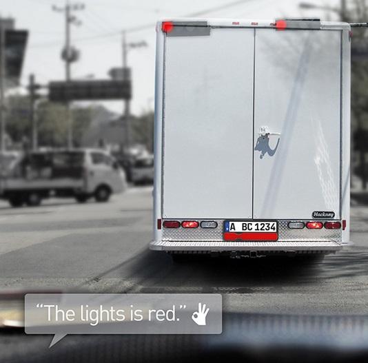 トラックで信号が見えない