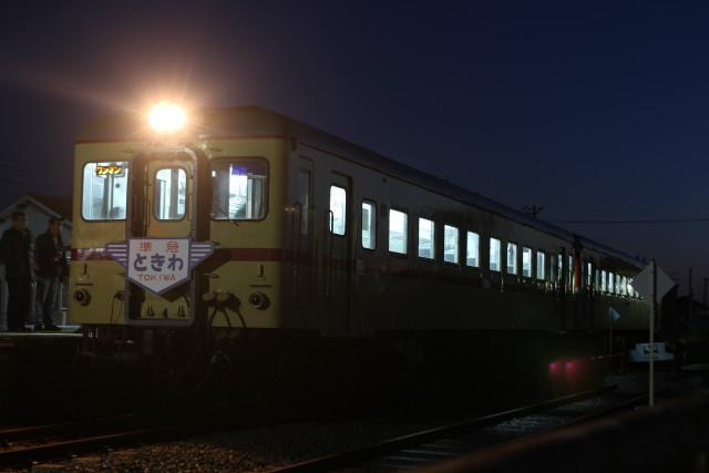 夜景の ひたちなか.港線 開業99周年を 終える
