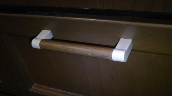 裏技で交換した後の食洗機下にある引き出しの取っ手
