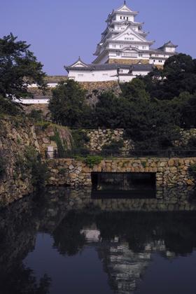 堀に映る城.jpg