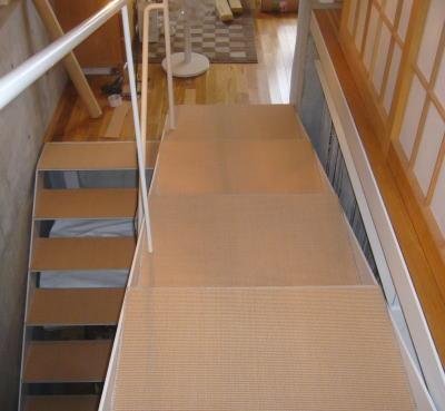 階段の足音の防音にカーペット置き敷き