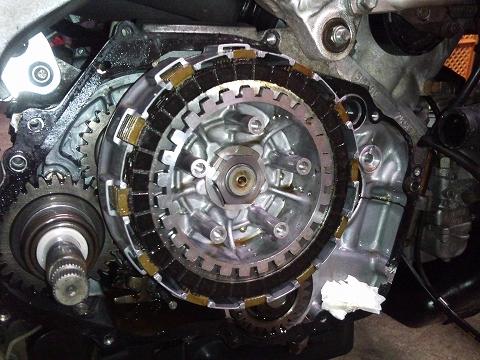 2013.04 3MAエンジン修理&CRM化粧直し 046(ガッチリ張り付いたクラッチ)
