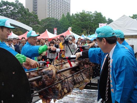 食肉祭り丸焼き.JPG