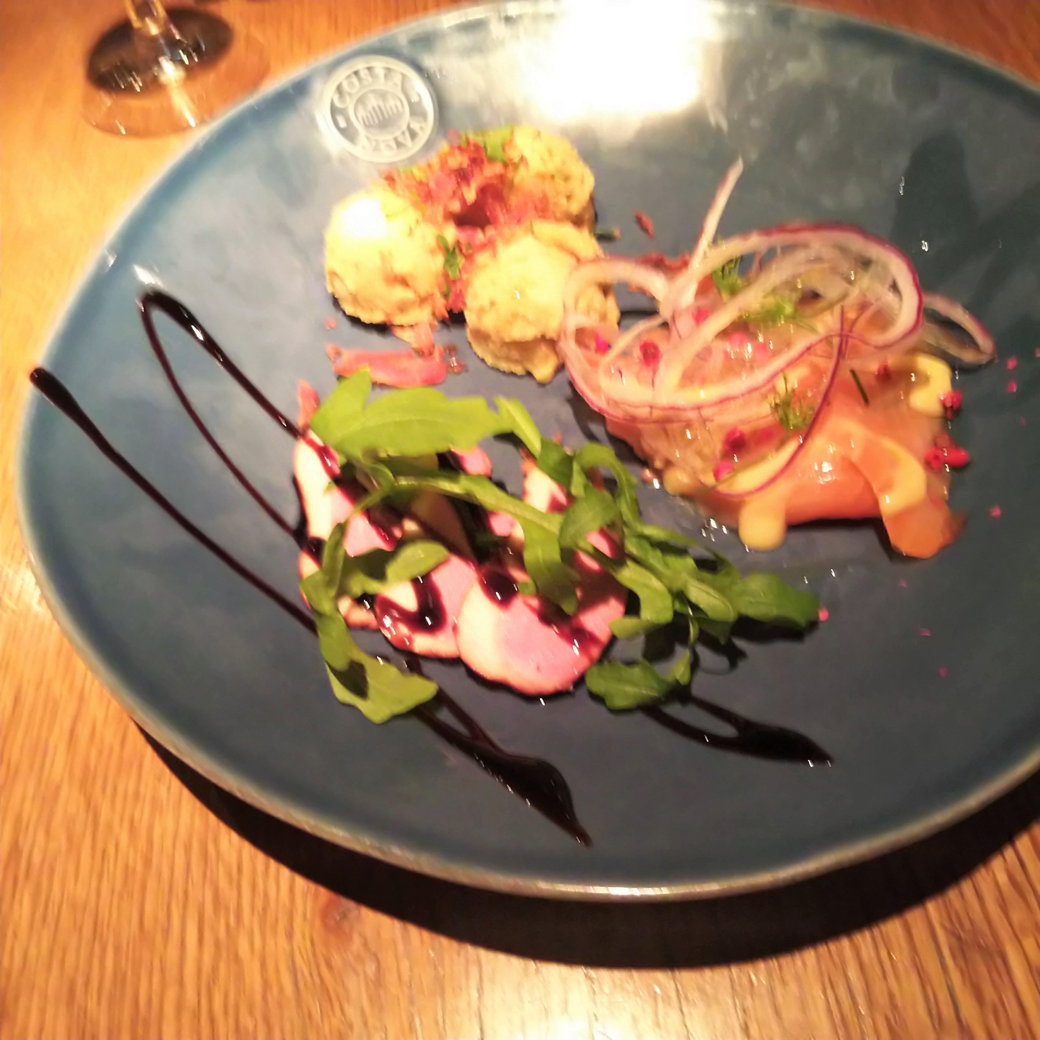 【前菜】前菜3種(テキサスポテトサラダ・スモークサーモンのカルパッチョ・鴨のロース)