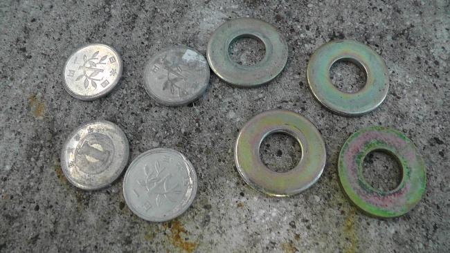 25mmのワッシャー2枚と1円玉2枚で構成されていた