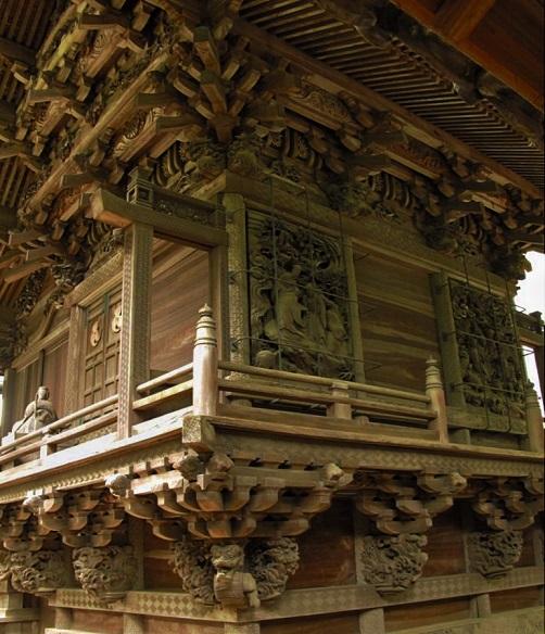 3.社殿の彫刻.JPG