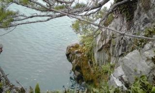 多景島の断崖