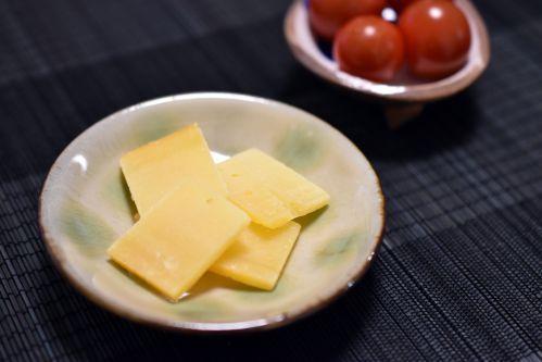 チーズとミニトマト