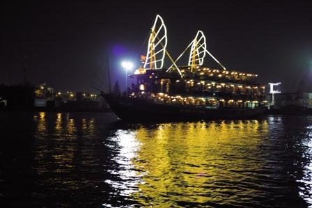 クルーズ船1.JPG