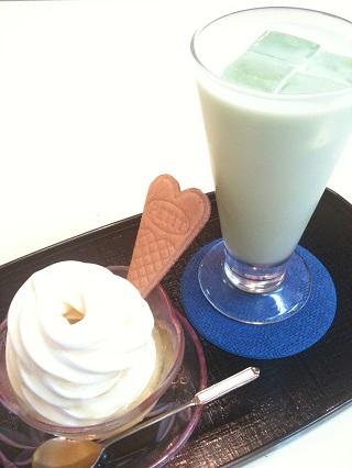 喫茶と軽食 マインド ソフトクリーム アイス抹茶ミルク