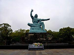 パワースポット 長崎県 平和祈念像