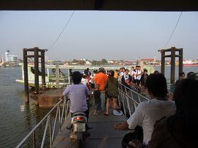ターチオン川の渡し船