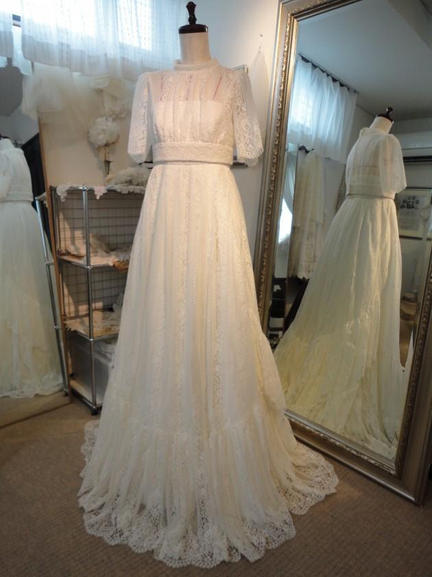 db3896a2b17c6 ヴィンテージドレスのお店。 年代物のドレスなのか、クラシカルで雰囲気あります。 50年代のとか、あるいみ新鮮だわー ...
