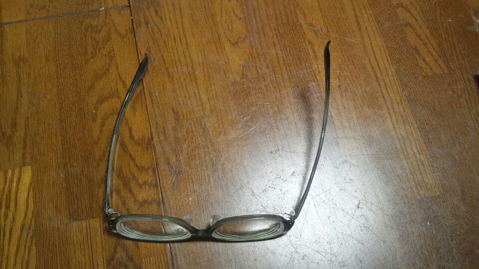 0712 ゆがんだ眼鏡.jpg