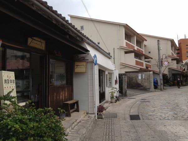 5壺屋やちむん通り 風景6001.jpg