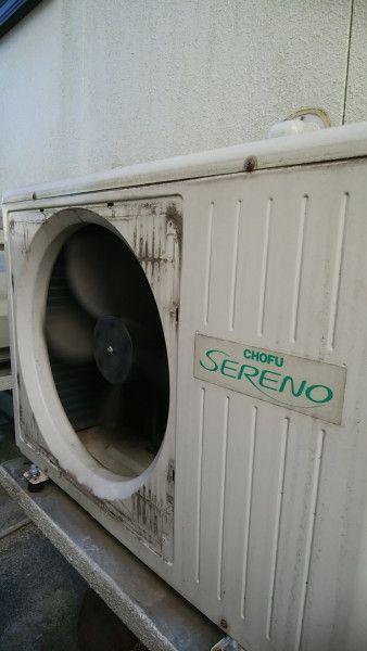 ファンガードを外した2階用床暖房の室外機 洗浄前
