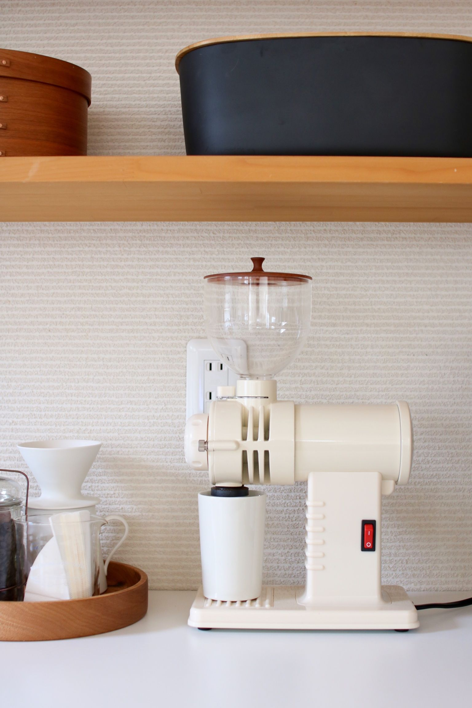 そしてキッチンにあるコーヒーミルで、Tさんが毎日コーヒーを淹れているそうで、まるで無印良品の広告のような暮らしをしています(笑)。