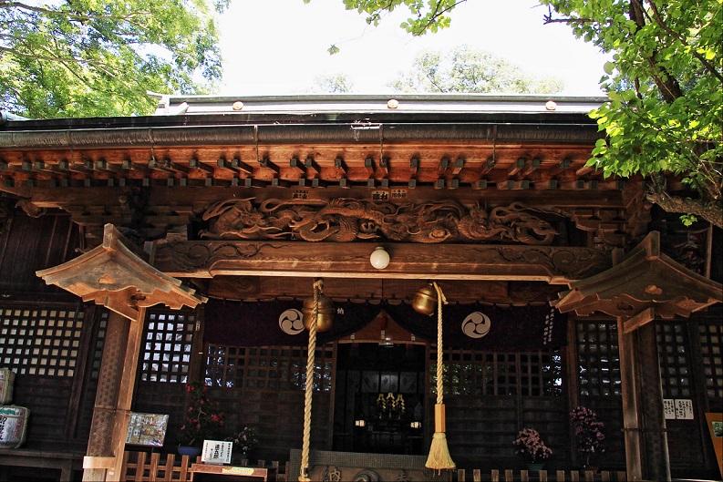 2.拝殿の彫刻.JPG