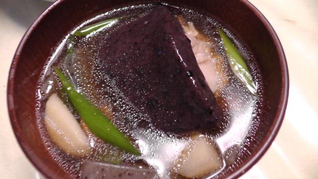 黒い餅の雑煮